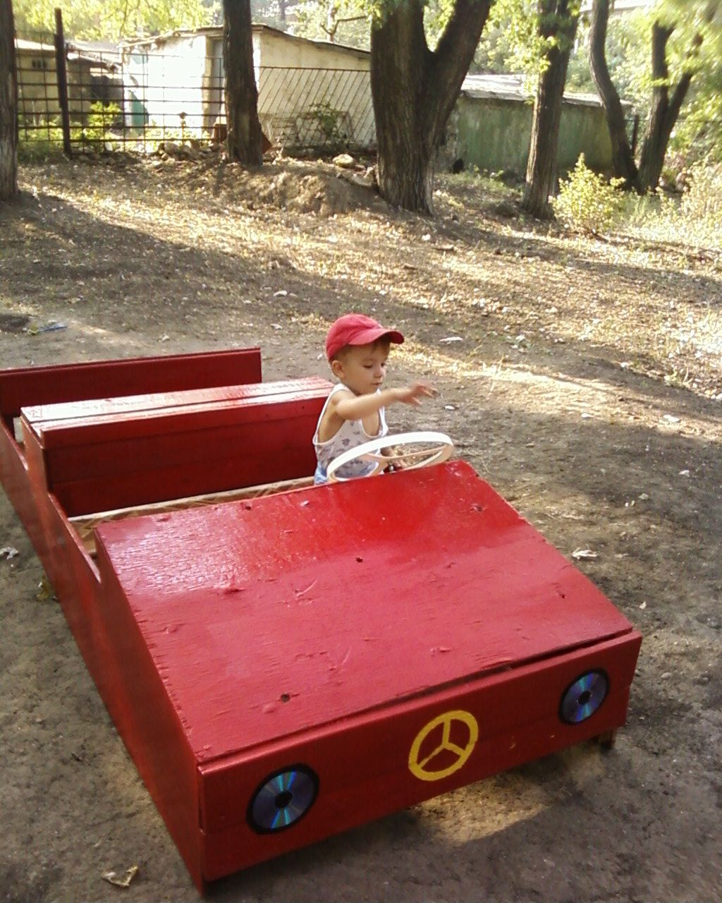 Деревянная машина на детской площадке своими руками фото